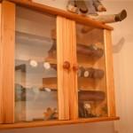 Uhrenvitrine aus Kiefer massiv mit Glasscheiben und 2 Türen für bis zu 30 Uhren