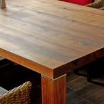 Esstisch in den Maßen 160 cm x 100 cm, 75 cm hoch. Das Material ist massiv amerikanisches Nußbaumholz, splintfrei, Platte 55 mm stark, Füße 9x9 cm. Für die Verbindung der Platte mit den Füßen wurde aus Edelstahl 10 mm eine Verbindung hergestellt, die eine unsichtbare Befestigung bei gleichzeitig höchster Festigkeit garantiert. Die gesamte Konstruktion wurde mehrfach geschliffen und mit einem hochwertigen Holzöl geölt. Der Tisch ist belastbar und gut zu reinigen. Ein einzigartiges Unikat für lebenslange Freude.
